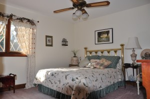 The 'Queen Ann Room' is warm and cozy!